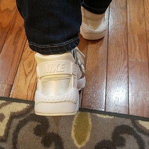 Nike Shoes - Nike Huarache